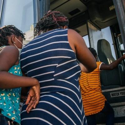 Estados Unidos podría liberar a más migrantes haitianos