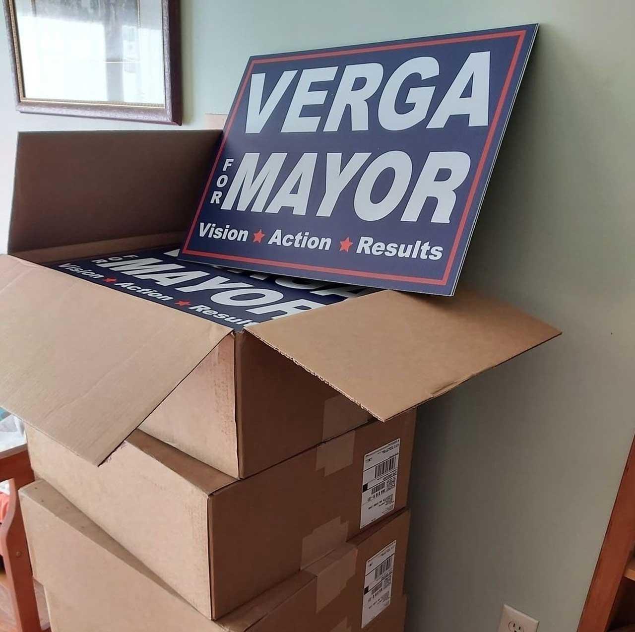 Greg Verga y carteles con su nombre durante campaña en Estados Unidos viral en México