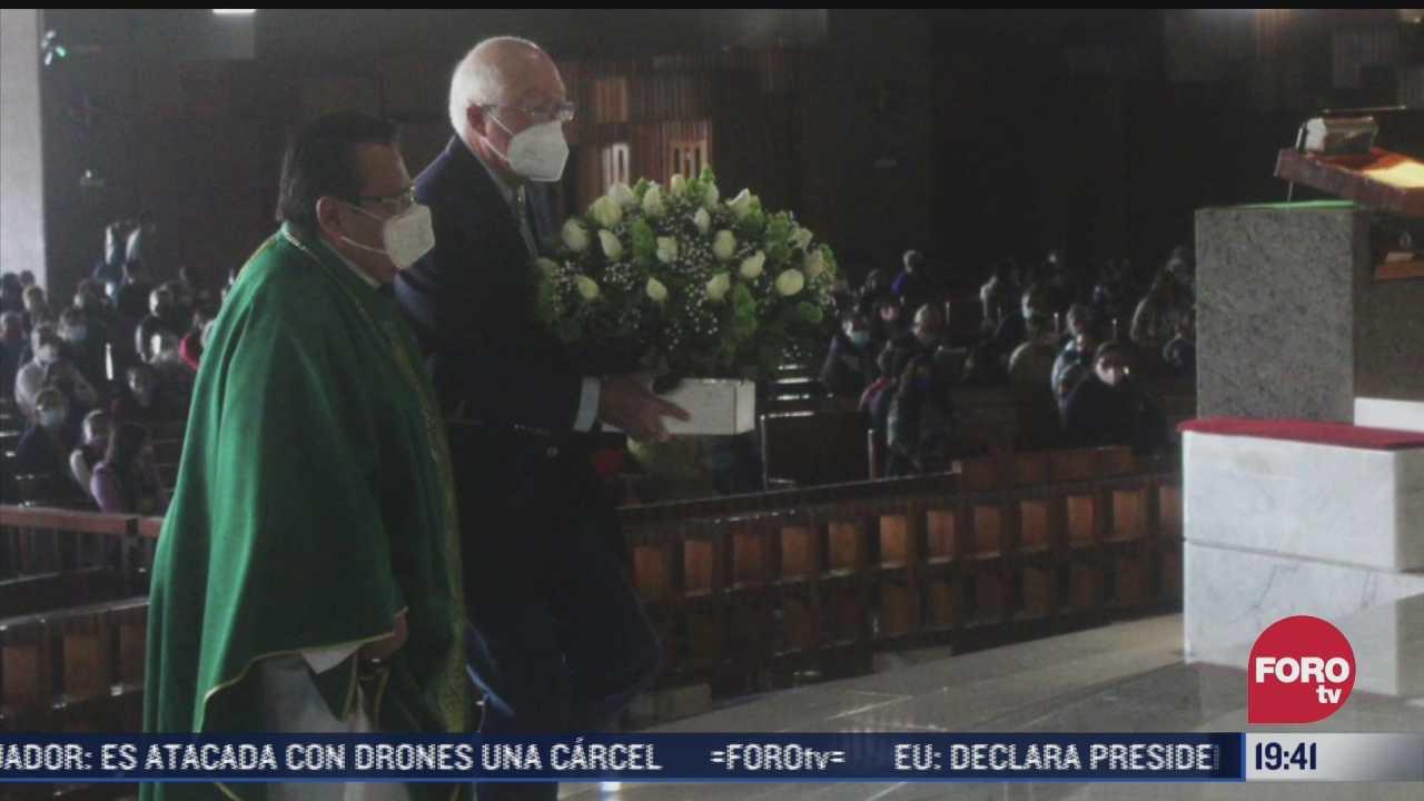 ken salazar nuevo embajador de ee uu en mexico visita a la virgen de guadalupe
