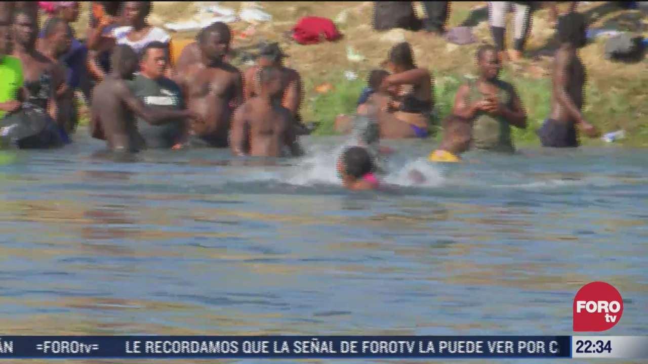 miles de migrantes permanecen a las orillas del rio bravo