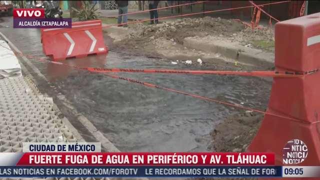 se registra fuerte fuga de agua potable en periferico y avenida tlahuac cdmx