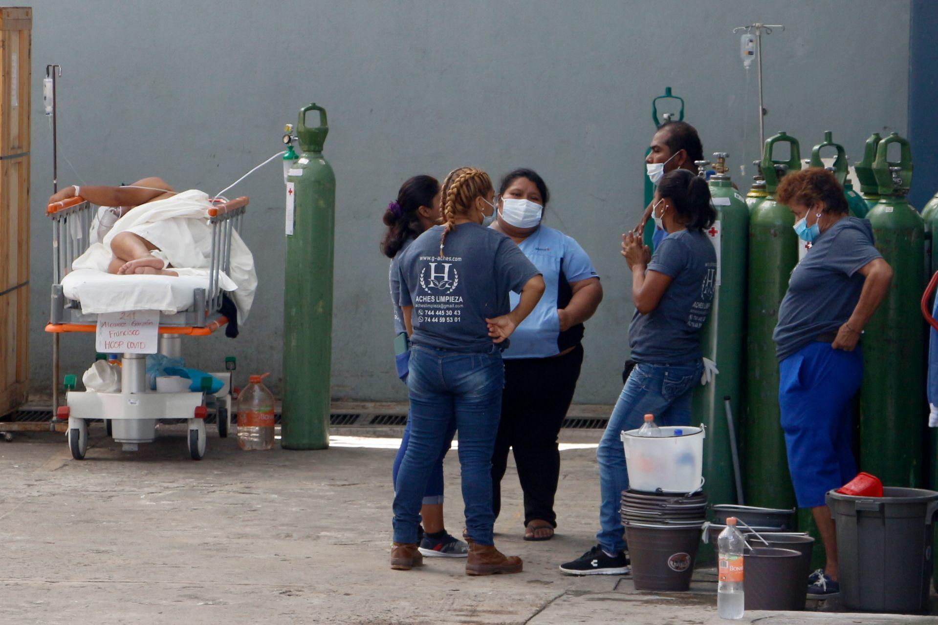 Tras sismo, pacientes del hospital del ISSSTE en Acapulco reciben malas atenciones, denuncian familiares