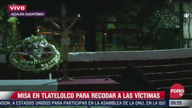 varias personas asisten a misa en tlatelolco para recordar a los fallecidos del sismo de
