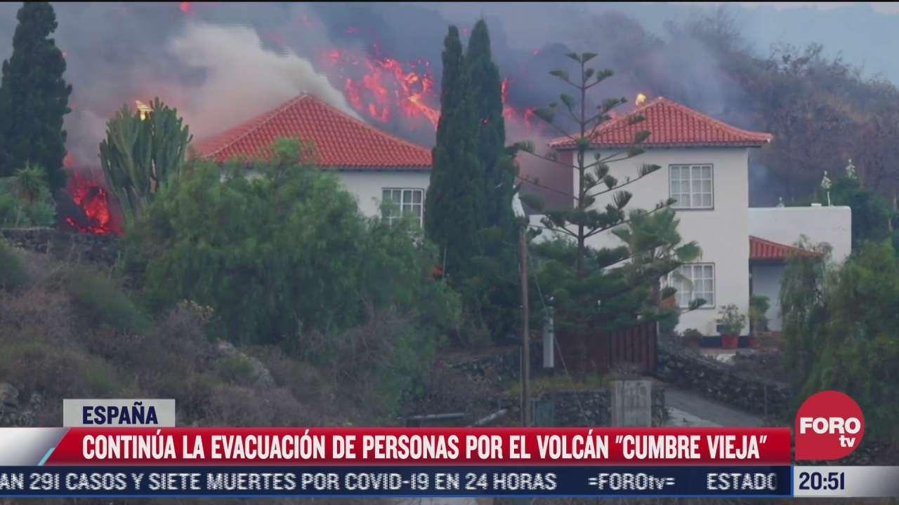 video momento en que lava de volcan cumbre vieja arrasa todo