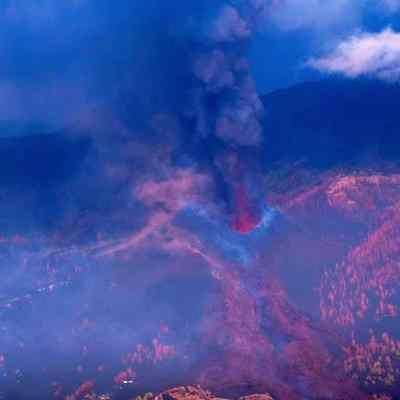 Volcán de La Palma sigue su destrucción; la lava avanza lenta y peligrosamente