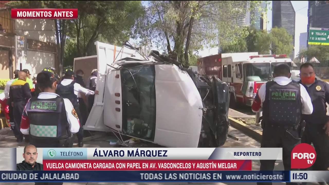 vuelca camioneta cargada con papel en avenida vasconcelos en cdmx
