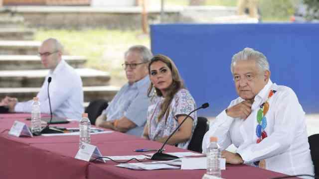 AMLO no abordó con gobernadora la venta de niñas en Guerrero, afirma que se distorsiona la información