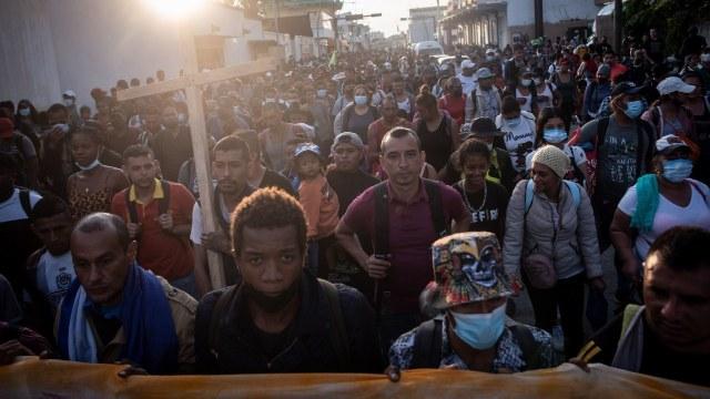 """La caravana migrante """"Por la libertad, por la dignidad y la paz"""" reinició su camino hacia la CDMX"""