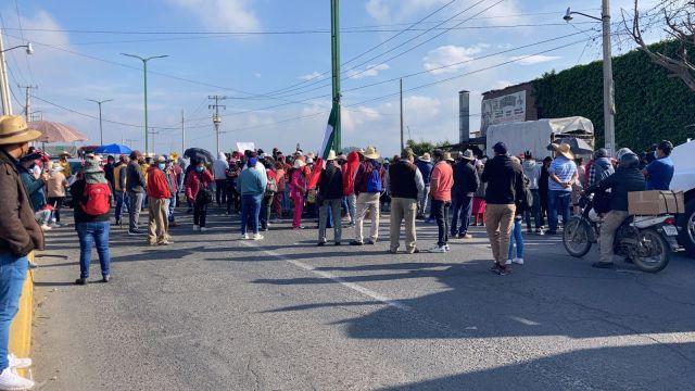 Comerciantes bloquean por más de cinco horas la Autopista Lerma-Valle de Bravo