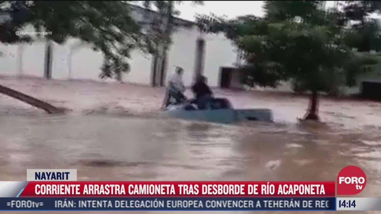 corriente de agua arrastra a camioneta en nayarit