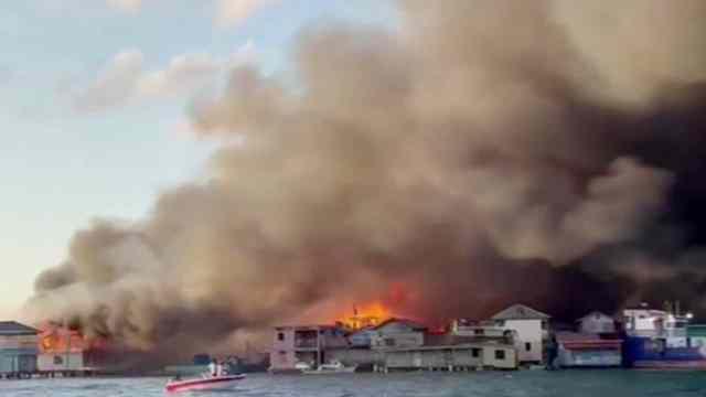 Incendio arrasa con viviendas y deja miles de afectados en Guanaja, Honduras