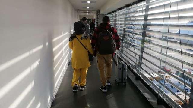 México recibe a pareja afgana que deportó en medio de críticas