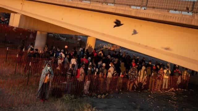 Migrantes en la frontera entre México y EEUU