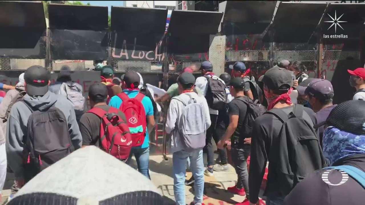 normalistas y policias estatales de chiapas se enfrentan