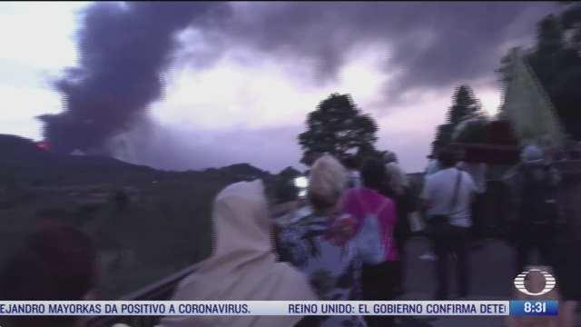 realizan procesion para pedir el fin de erupcion del volcan cumbre vieja