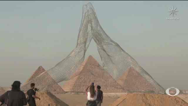 se presenta en egipto primera exposicion de arte contemporaneo en zona arqueologica