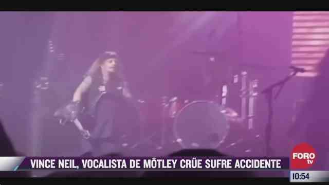 vince neil vocalista de motley crue sufrio un accidente en pleno concierto