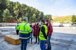 20210407 foto Educadors ambientals C2 visiten la planta Reciplasa i