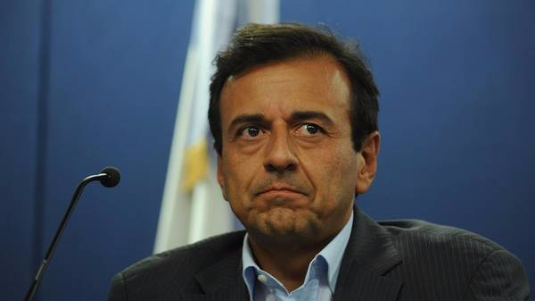 Photo of Imputaron a Quintana por beneficiar a su hermano en la colocación de bonos argentinos en el exterior
