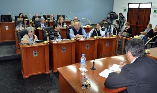 Photo of Ridículo: Concejo Deliberante de Madryn votó eliminar las PASO