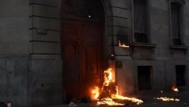 Photo of ¿Otra vez los Servicios? Encapuchados arrojaron bombas molotov contra la Legislatura Porteña