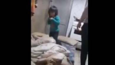 Photo of Bahía Blanca: agarró a su hijita de los pelos y la zamarreó mientras era filmada