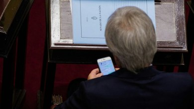 Photo of Chats privados dejan en evidencia al senador Pichetto