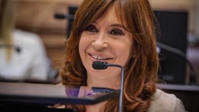 La líder opositora, Cristina Fernández de Kirchner, cargó contra los sicarios informativos, que defienden a capa y espada al fallido Régimen macrista, con insólitos titulares.