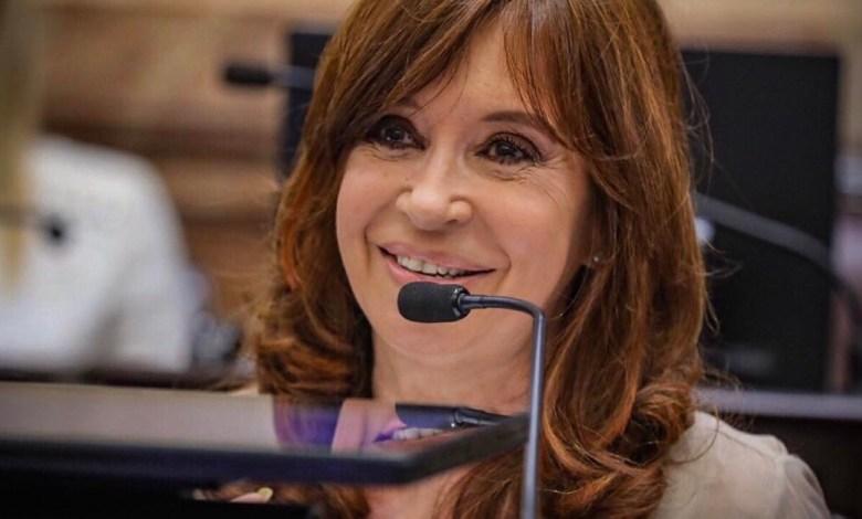 Photo of Cristina se burló de los «periodistas» de Clarín y La Nación
