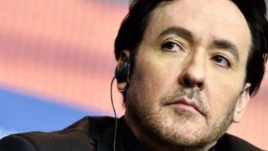 Photo of VIDEO: John Cusack es atacado por la policía en medio de las protestas