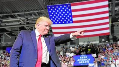 Photo of Los trabajadores norteamericanos primero: Trump suspende visas de trabajo a extranjeros