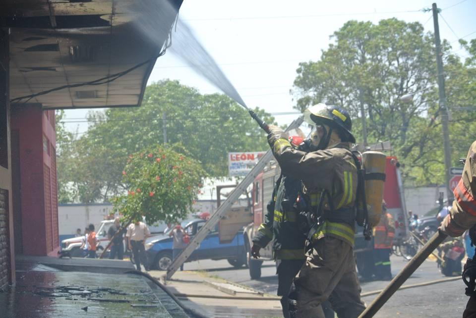 Incendio en el Gimnasio Iván Montenegro en la ciudad de León