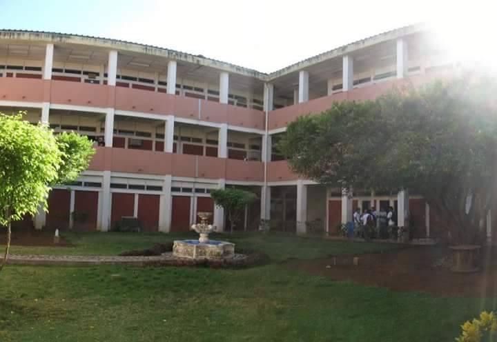 Tres Universitarias sufren lesiones al caer del tercer piso del Campus Medico de la UNAN-León.