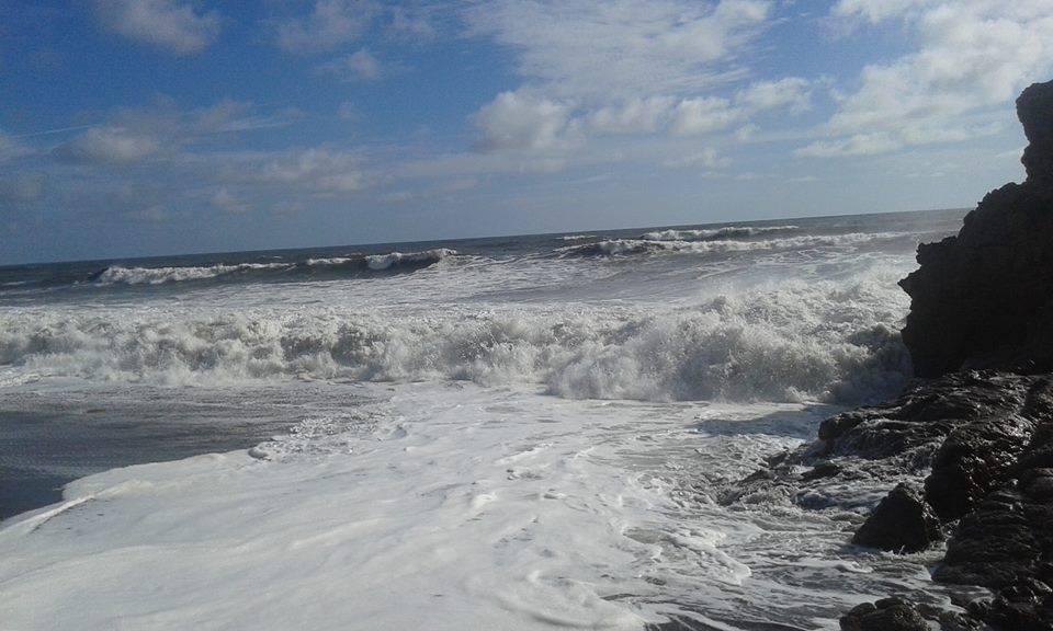 Espuma marina en zona costera de Poneloya y Las Peñitas en León