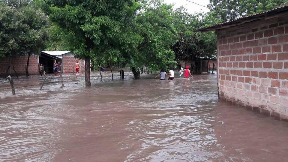 Fuertes lluvias dejan anegaciones en el departamento de León