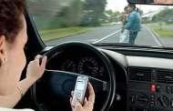 Combinar el teléfono celular con el volante es un peligro para la sociedad
