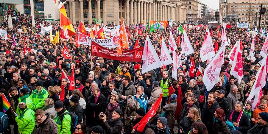 Miles condenan en Alemania la violencia contra refugiados