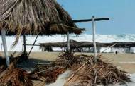 Entregan apoyos a afectados por mar de fondo en Puerto Madero
