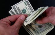 El dólar termina en 19.84 pesos a la venta tras decisión de Banxico
