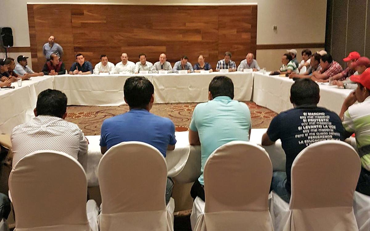 Gobierno de Chiapas se reúne con maestros de la Sección VII del SNTE