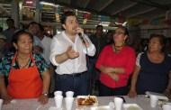 Locatarios de mercados en Tuxtla, tendrán certeza jurídica con escrituras: Fernando Castellanos