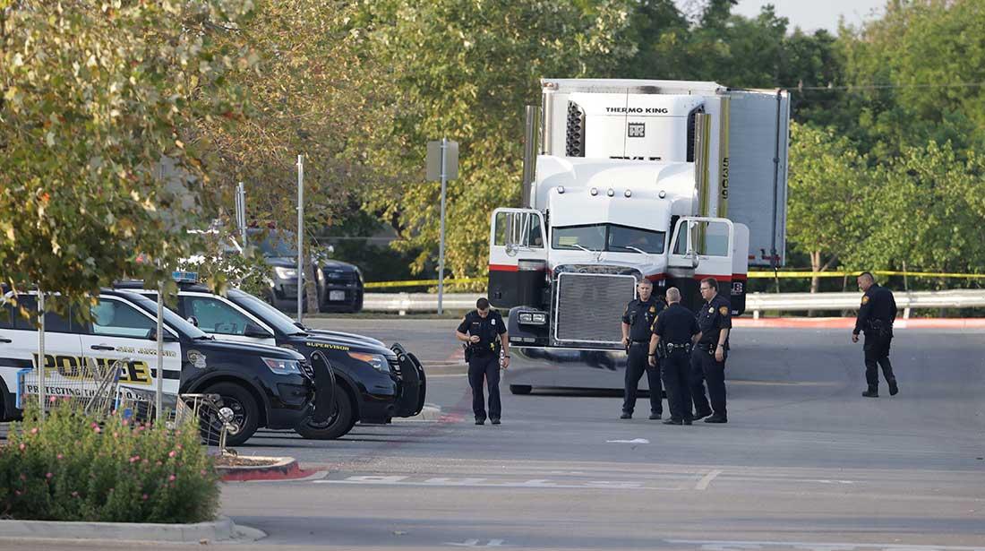 Suman 10 muertos en caso de migrantes hallados en contenedor en Texas