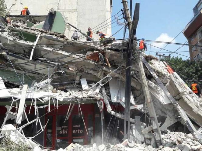 Suman más de 100 muertos por sismo de 7.1 grados