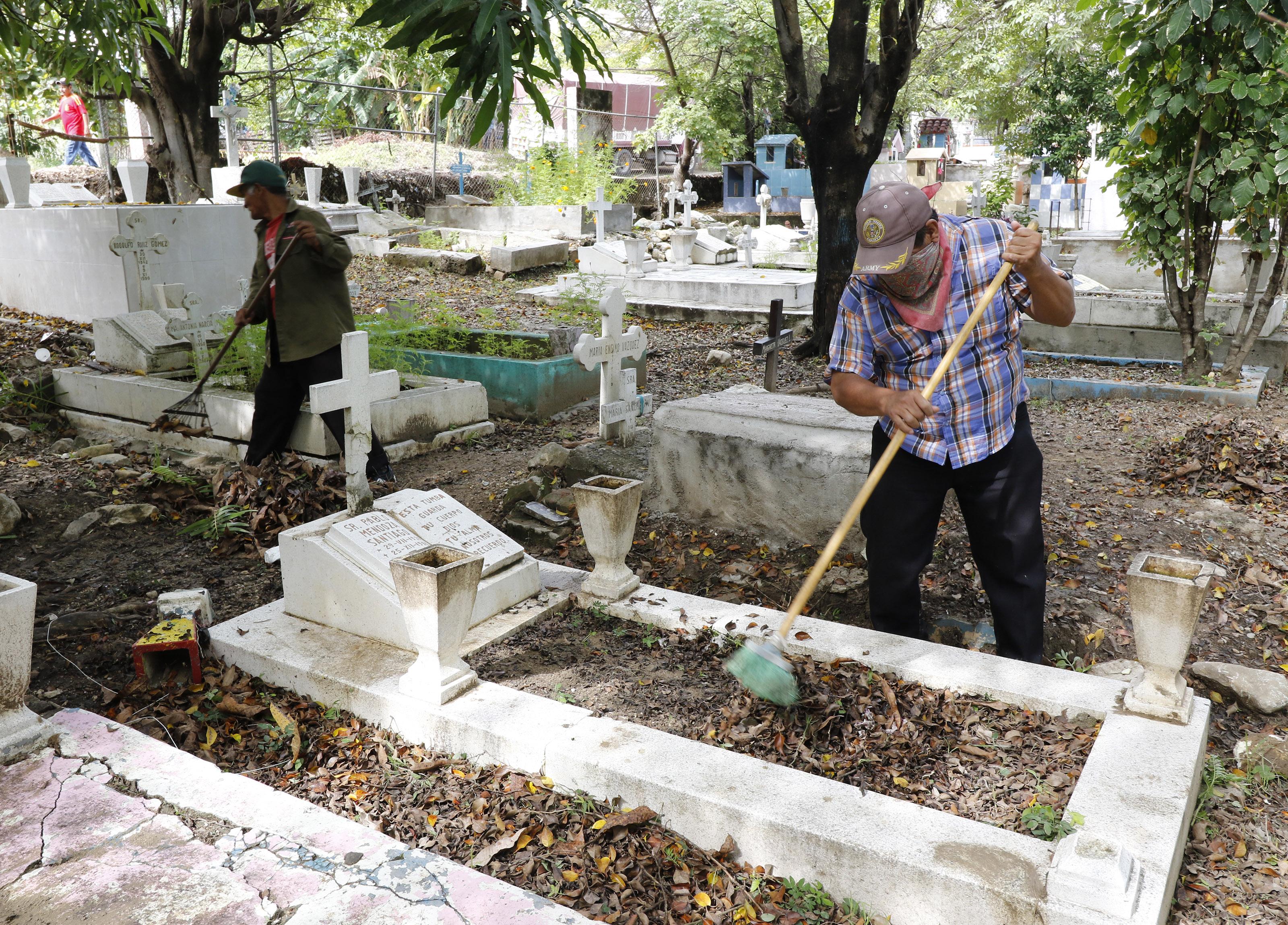Arranca Ayuntamiento de Tuxtla Gutiérrez operativo de limpieza de panteones