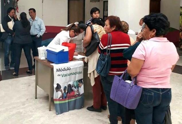 Invita Fernando Castellanos a campaña de vacunación en el Palacio Municipal en Tuxtla