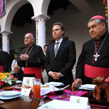 Gobernador da la bienvenida a nuevo  Obispo de la Diócesis de SCLC