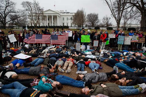 Así exigen los jóvenes control de armas en EU, frente a la Casa Blanca