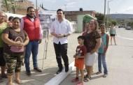 Inaugura Fernando Castellanos arteria principal en la colonia el Roble