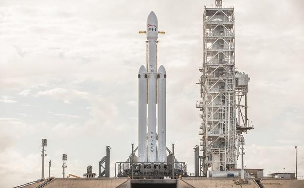 SpaceX lanza nuevo cohete; el más poderoso