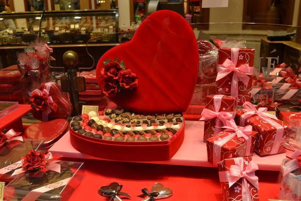 Casi mil pesos costará a mexicanos demostrar su amor en San Valentín